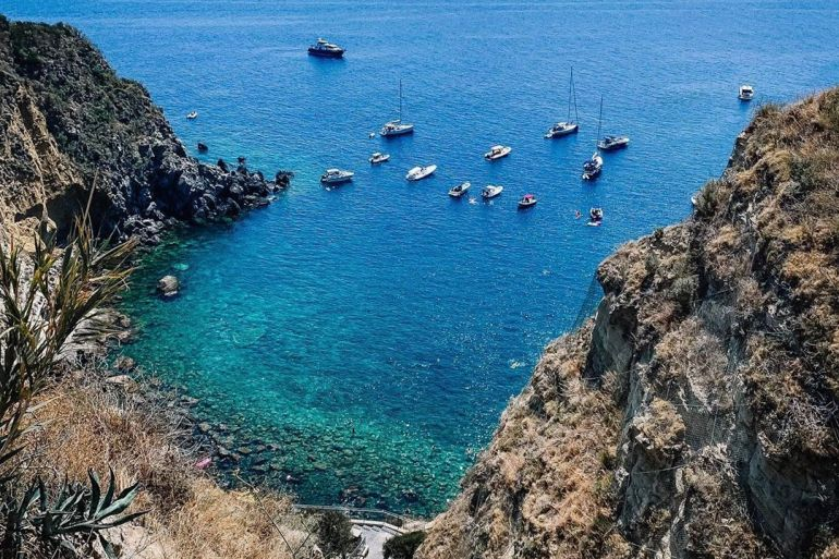 Reach the beaches of Ischia by taxi