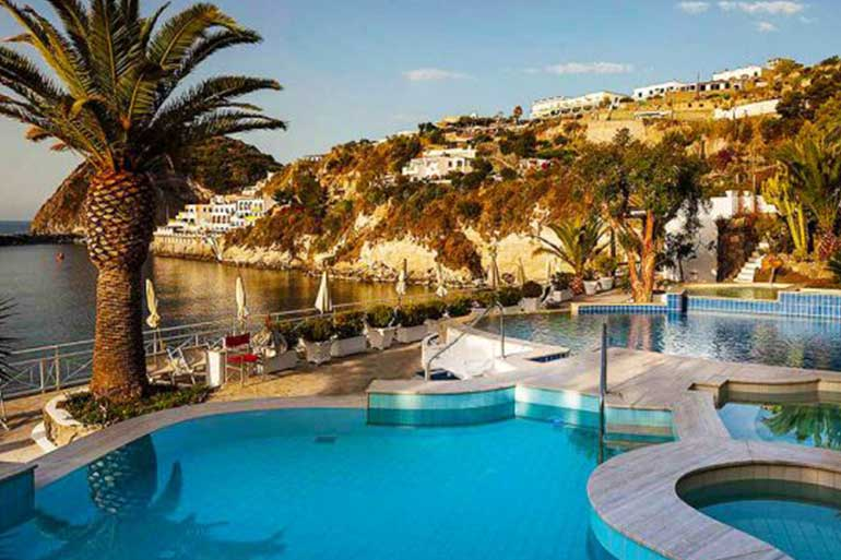 Visit the thermal parks of Ischia by taxi