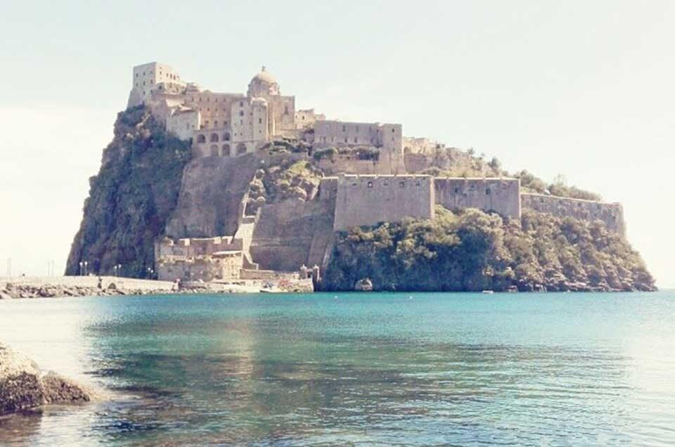 Visita il Castello Aragonese di Ischia in taxi