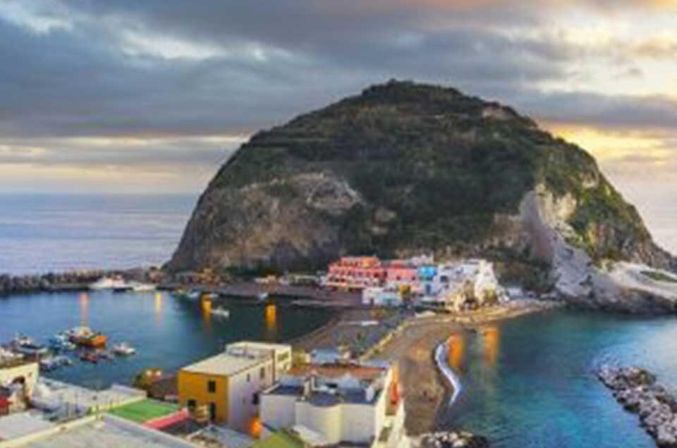 Raggiungi Sant'Angelo d'Ischia in taxi